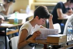 femalestudentstudying