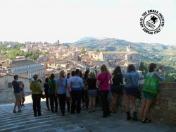 Students flock toward one of the many panoramic views on the Nooks and Crannies Tour